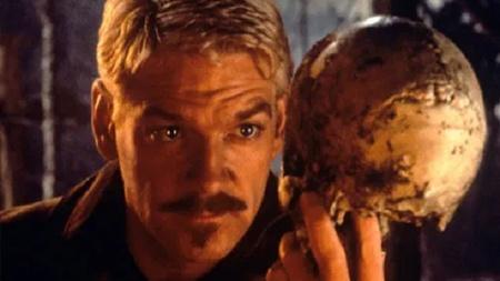 Is Hamlet a hero or a coward?